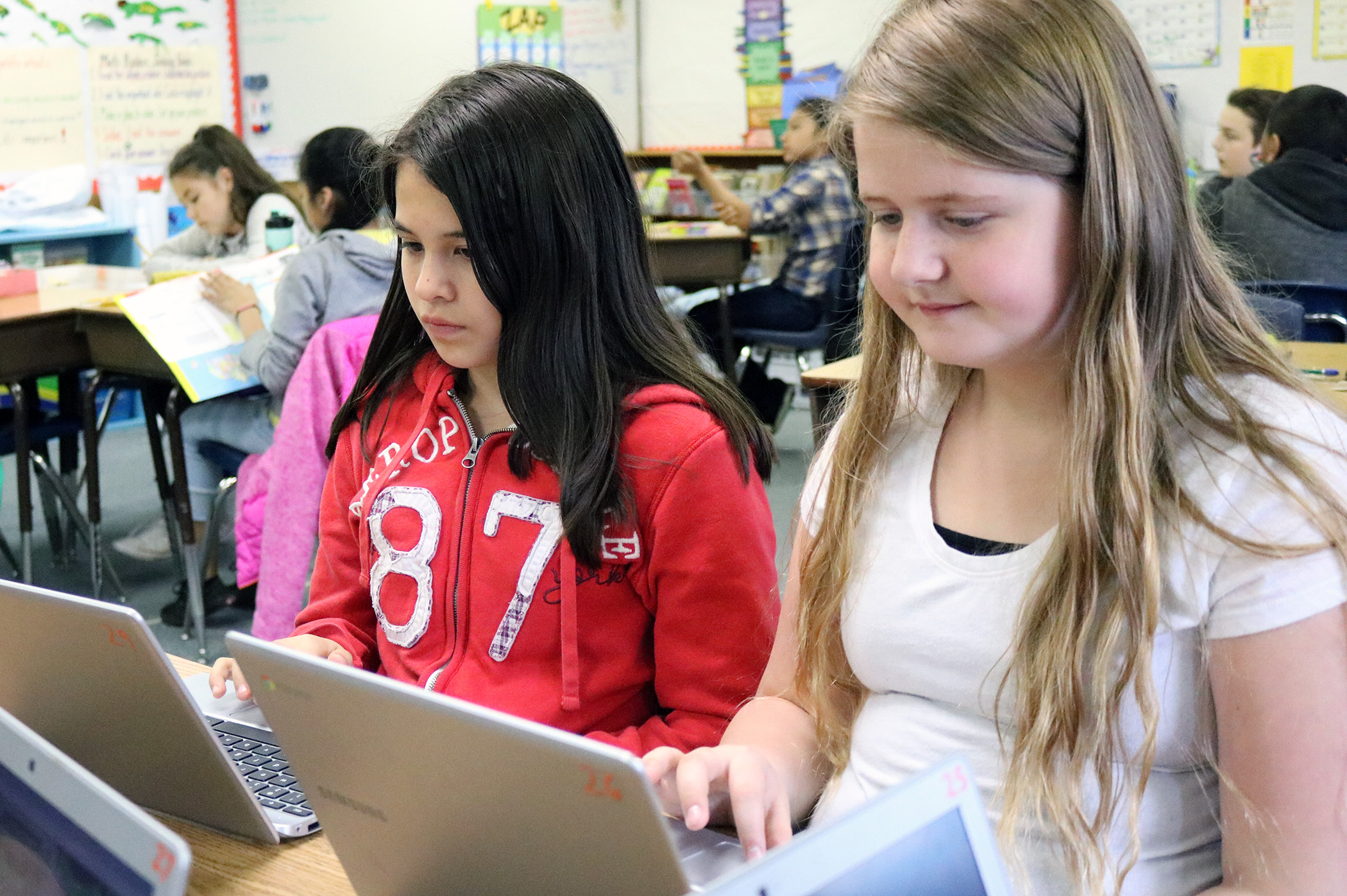 Fifth grade students conduct research on Chromebooks